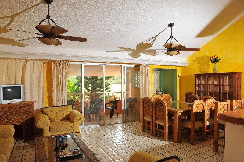 Spacious Living room and Dinning room - Beautiful Mexican Style Condo near the beach - Cancun - rentals