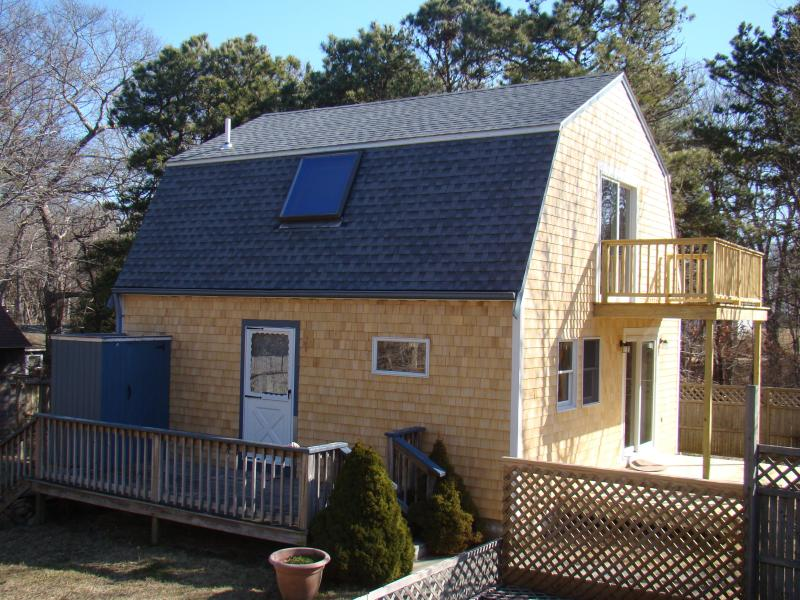 Vineyard Haven Guest House - Vineyard Haven Guest House - Sleeps 4, A/C, Walk to Town (Back under Owner Mgmt) - Vineyard Haven - rentals