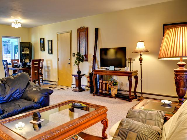 Large flat screen TV in the living room - Cornercopia Paradise 729 Cozy home in North Clearwater Beach - Clearwater Beach - rentals