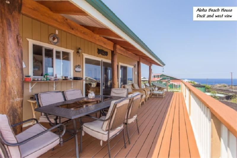Main Deck- 600 feet from the ocean with great oceanview and sunsets - Fantastic Sunsets at Makai Hideaway - Milolii - rentals