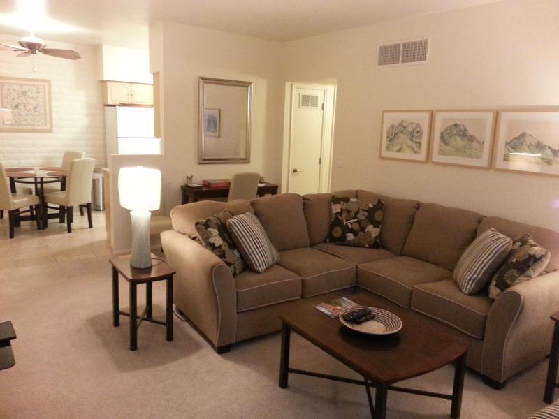 Relax on the sectional sofa after a day about town - Mid-Town Tucson Pied-à-terre - Tucson - rentals