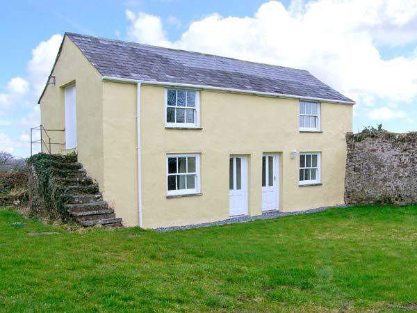 HONEYSUCKLE COTTAGE, detached, woodburner, off road parking, garden, in Carmarthen, Ref 22424 - Image 1 - Carmarthen - rentals