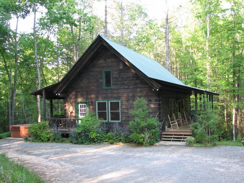 Imagine Yourself in this Beautiful Log Cabin - High Frontier Log Cabin - Robbinsville - rentals