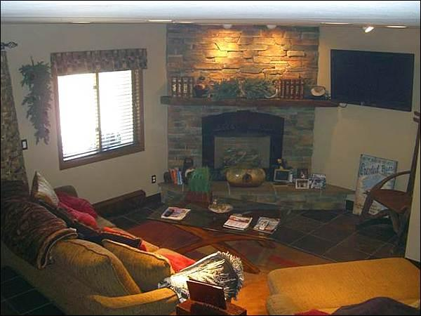Gas Fireplace and a Flat-Screen TV in the Living Room - Upscale Decor & Finishes Throughout - Close to Hiking & Biking (1273) - Crested Butte - rentals