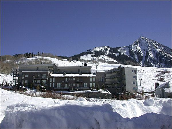 Easy Access to the Slopes or Downtown - Gateway Condo with Great Views - Close to the Shuttle Stop (1298) - Crested Butte - rentals