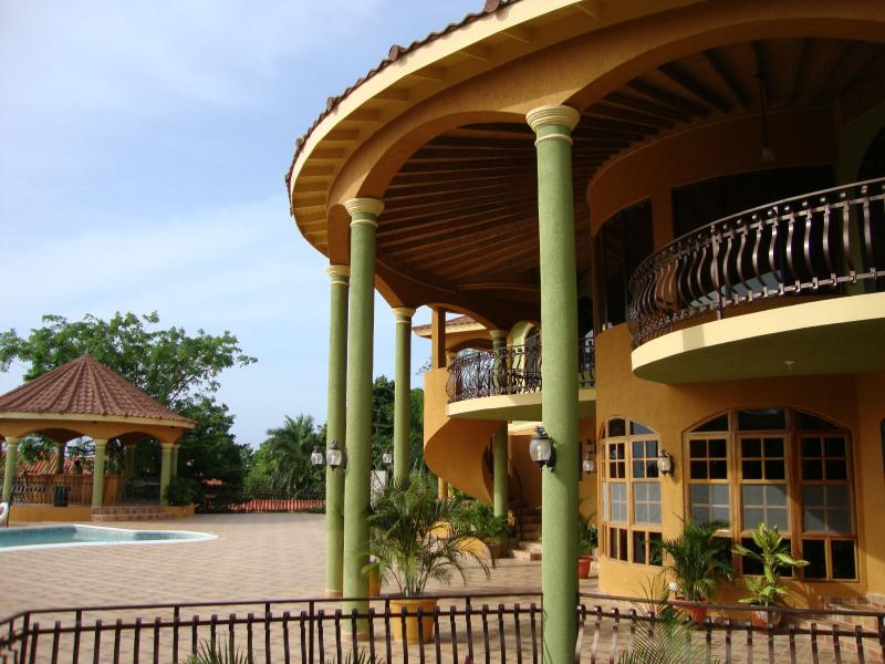 PARADISE PM - 102687 - INCREDIBLE   LUXURY   10 BED GUESTHOUSE - MONTEGO BAY - Image 1 - Montego Bay - rentals