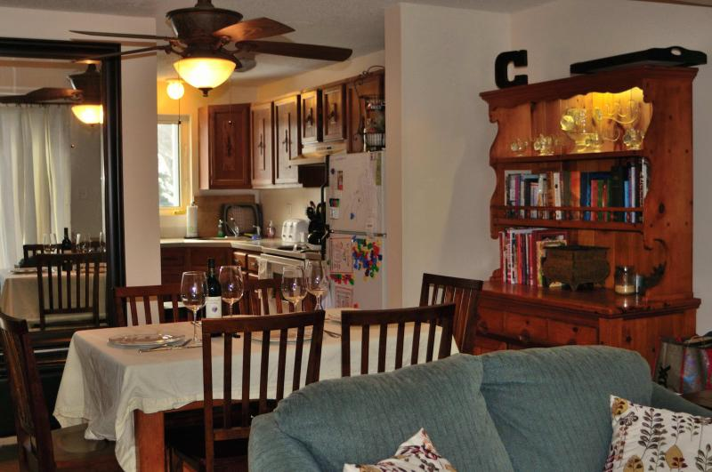 Table leaf increases seating to 8 - Artist Brook Condo - North Conway - rentals