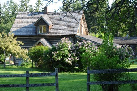 The log house  is a beautifully restored heritage farm house built in 1907. - 2 Bedroom Heritage Farmhouse - Salt Spring Island - rentals