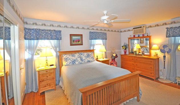 3bd Cape Cod Hyannis vacation rental w/ beach pass - Image 1 - Hyannis - rentals