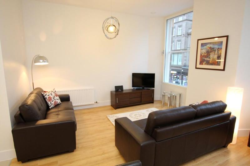 Living room with comfortable seating for 4 - Pure Luxury and an Amazing Location! - Edinburgh - rentals