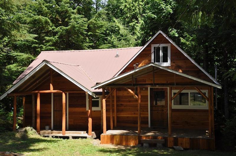 Bob's Cozy Cabin - Bob's Cozy Cabin - Riverfront- Hot Tub - Greenwater - rentals