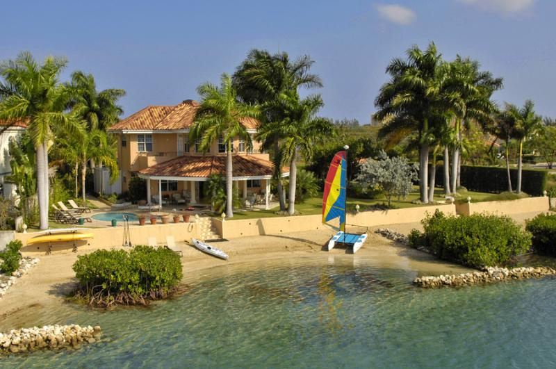 Ideal for Families, Cook & Butler, Private Beach w/ 75' dock, Community Tennis Courts & Gym - Image 1 - Montego Bay - rentals
