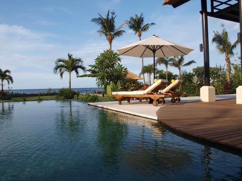 Villa Banjar Beach, Banjar, Lovina, Beachfront - Image 1 - Lovina - rentals