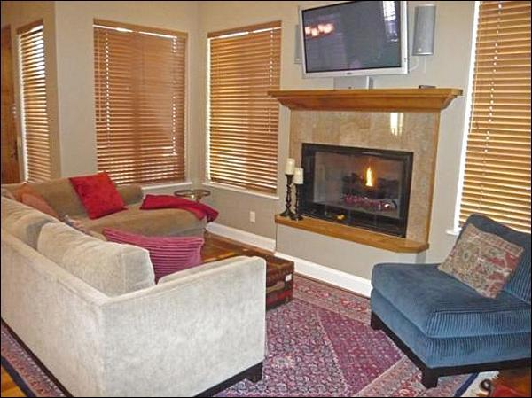 Modern Living Room - Next to Bike Path - Spacious Floor Plan (1011) - Ketchum - rentals