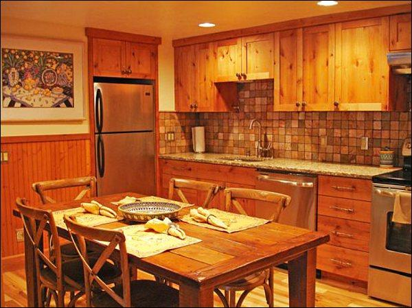 Stone and Wood Finishes in the Fully Equipped, Eat-In Kitchen - Charming & Inviting Vacation Condo - New Flooring & Furnishings (1224) - Ketchum - rentals