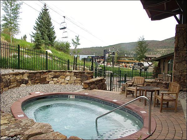 One of Two Slopeside Hot Tubs - Great Location Winter & Summer - Ski or Bike to your door! (4293) - Tabernash - rentals