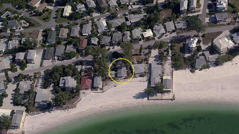It's All About Location! - Wave Crest: 2BR Gulf-Front Beachfront Cottage - Anna Maria - rentals