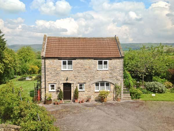 THE COACH HOUSE, country cottage, patio, pretty views, in Henton Ref 17932 - Image 1 - Henton - rentals