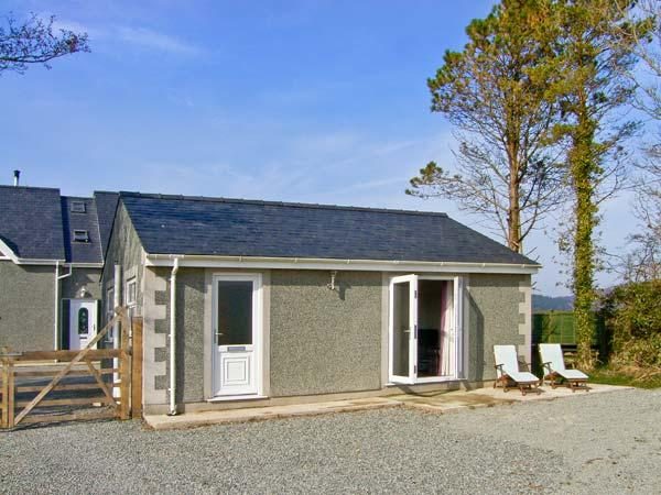 BABELL COTTAGE, pet-friendly single-storey cottage, good for country and coast - Image 1 - Brynteg - rentals