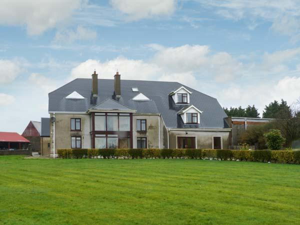 BOOLAVOGUE HOUSE, en-suite bedrooms, lawned garden, ideal touring base in Ferns, Ref 22190 - Image 1 - Ferns - rentals