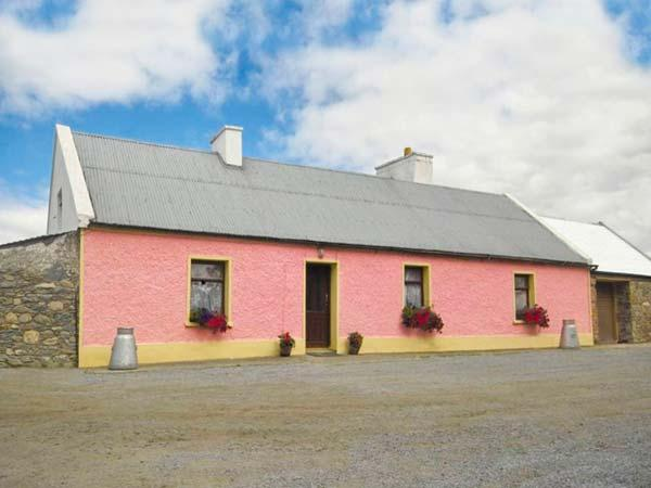THE BRAMBLES FARM COTTAGE, detached cottage, open fire, farm location, in Farranfore Ref 22443 - Image 1 - Farranfore - rentals