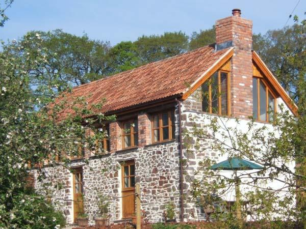 PRIMROSE COTTAGE, character barn conversion, woodburner, views, garden - Image 1 - Chulmleigh - rentals