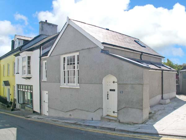 MERLIN'S HOUSE, superb character cottage, pet-friendly, town centre location, in Llandeilo, Ref 16372 - Image 1 - Llandeilo - rentals