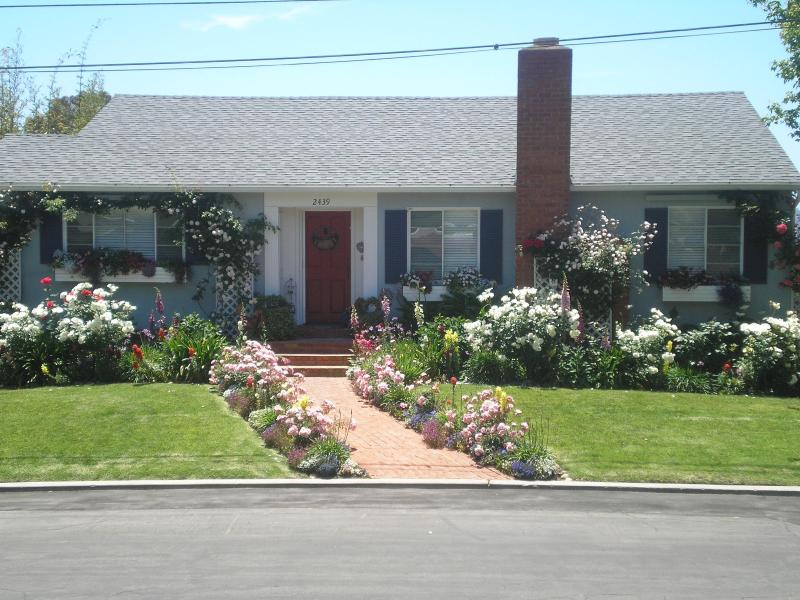 Pine Street Retreat in Full Bloom - Pine Street Retreat - Pacific Beach - rentals