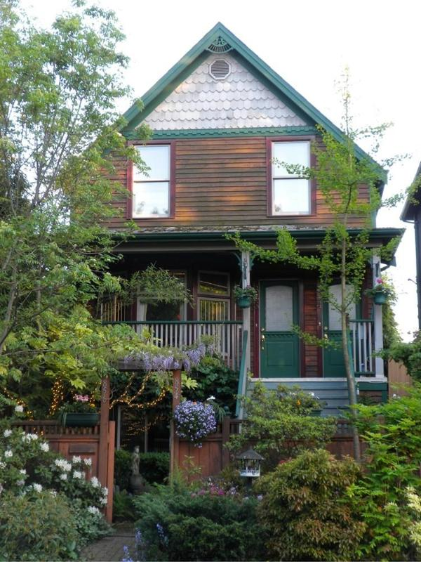 Strathcozy is on the top floor. - Strathcozy - Vancouver - rentals