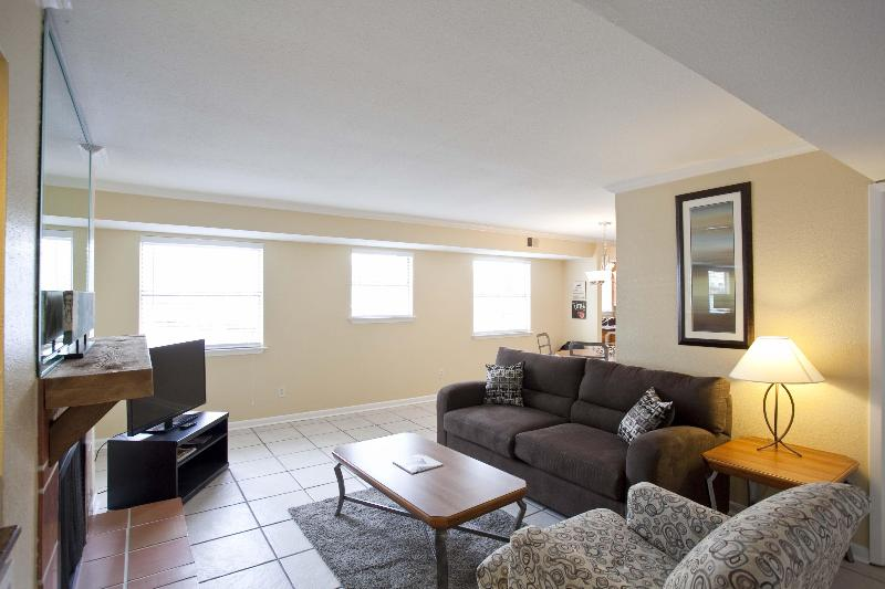 Great location sleeps 10! 2 blocks to Conv Ctr/6th - Image 1 - Austin - rentals
