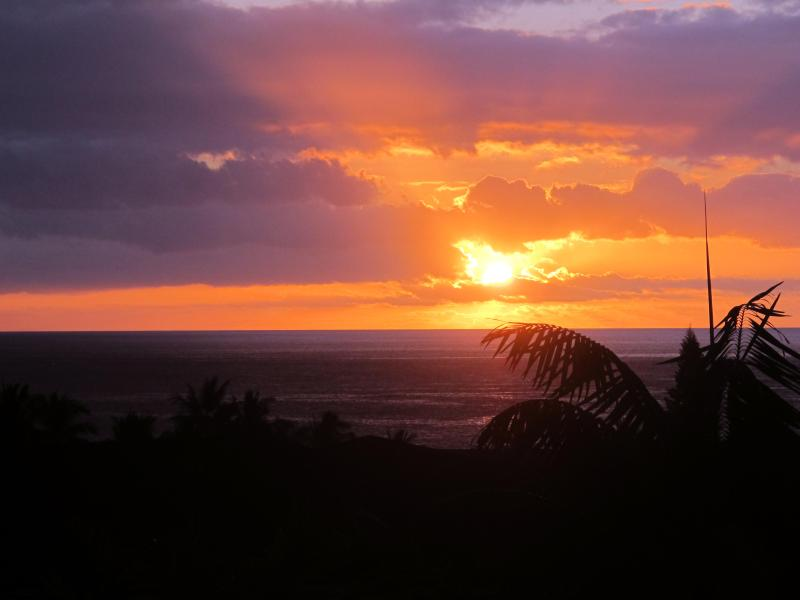 Sunset from Upper Lanai - Panoramic Ocean & Sunset Views across Kailua-Kona - Kailua-Kona - rentals