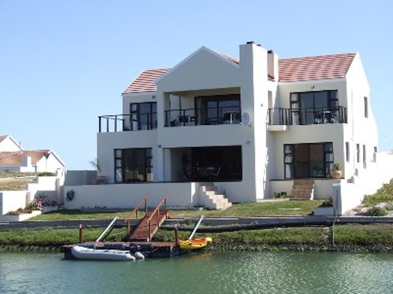 All guestrooms and patio's are waterfacing - Le Marina luxury B&B on the deep water marina - Velddrif - rentals