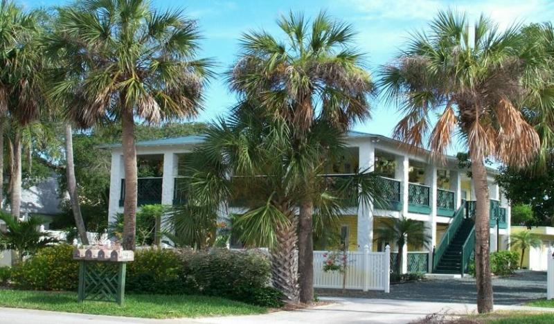 "Pineapple Manor  -  Vacation Apartment ""D"" - Image 1 - Melbourne Beach - rentals"