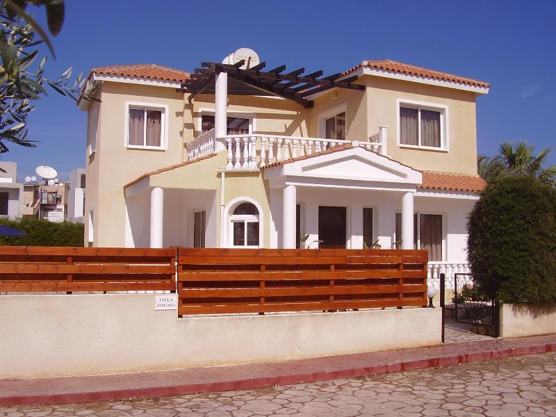 Amazing villa just 500m from everything - Queens Paradise amazingly private 150m to resort - Paphos - rentals
