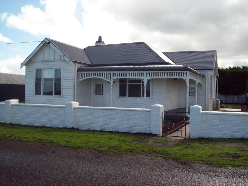 Calgary House & Cottage Accommodation - Calgary House & Cottage Accommodation - Killarney - rentals