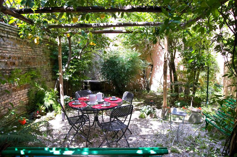 Rome with a Garden! Delightful 1 Bedroom Apartment with Private Garden in Historic Trastevere - Image 1 - Rome - rentals