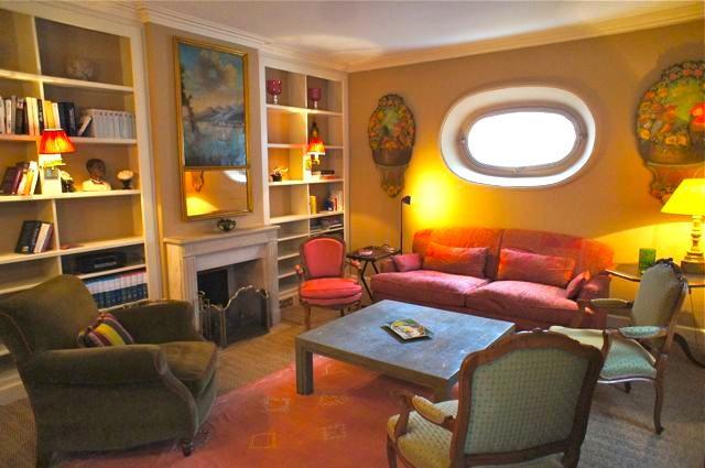 Paris, 7th arrondissement,  on the Chic street, Rue de Bac, a one Bedroom townhouse sleeps 4 - Image 1 - Paris - rentals