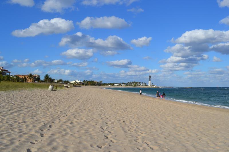 Hillsboro Shores Beach - Large House - 6 Br/3 Ba - Heated Pool - 3 Min Walk to Beach - Pompano Beach - rentals
