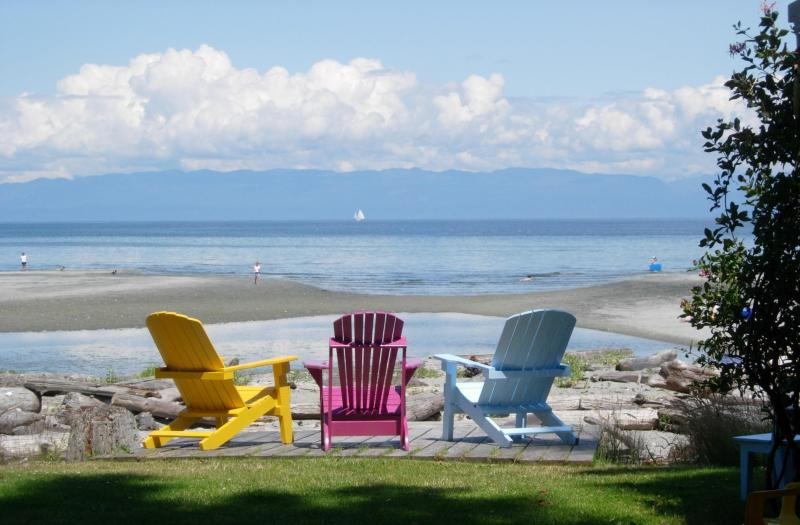 Ahhhh...morning coffee! - Kye Bay Guest Lodge ....your family vacation spot! - Comox - rentals