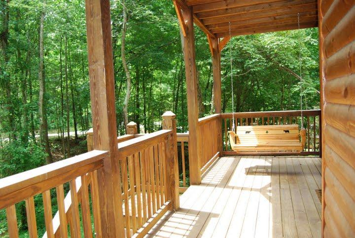 Porch Swing - Glory Days - Location & Privacy - Pigeon Forge - rentals