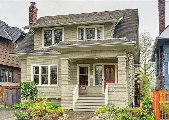 Beautiful Farmhouse Style Home in Ravenna - Classic Urban Home Close to University of Washington- Sea to Sky Rentals! - Seattle - rentals