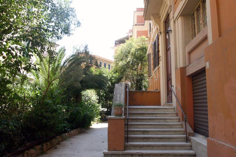Outside view - Trastevere - Stylish House built in the Thirties - Rome - rentals
