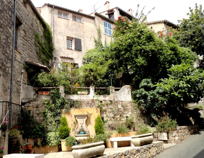 The house seen from Grande Rue du Chateau - Charming Townhouse in Fayence with 2 Terraces and WiFi - Fayence - rentals