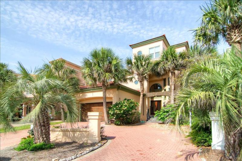 Casa de Mediterranean - Book Online! 4BR/2.5BA Spanish style home 1 block from Beach! Buy 3 nights or more get 1 FREE thru Feb 2015! - Image 1 - Destin - rentals