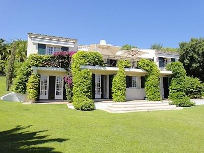 Large Villa with Pool, Terrace and Great Amenities, French Riviera Vacation Home - Image 1 - Grimaud - rentals