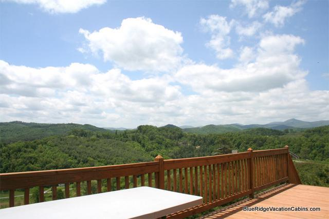 Sunny Family Cabin*Walk to River*Hot Tub*PoolTable - Image 1 - Todd - rentals