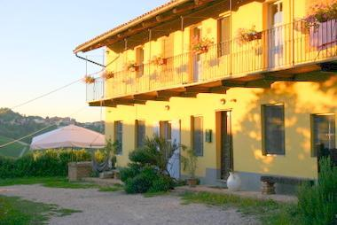 The real Thing - CA MOMPLIN II - FARMHOUSE IN LANGHE AND ROERO ( Pool at Exclusive Country Club) - Canale - rentals