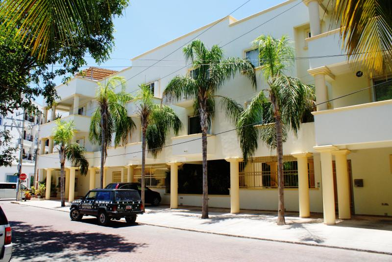 5th ave Playa Del Carmen 2 bdrm, Great location - Image 1 - Playa del Carmen - rentals