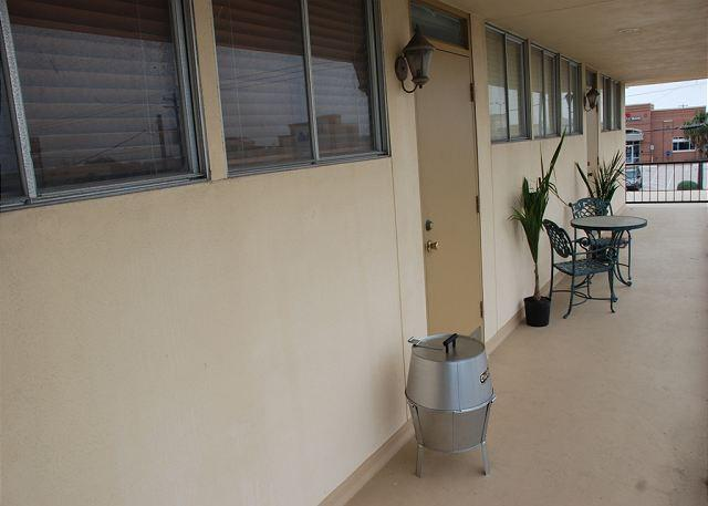 Apt., Sleeps 4,  Wi-Fi, Gated Paarking - Image 1 - Galveston - rentals