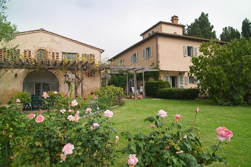 Garden view of house and apt - Wonderful self catering apartment in Tuscany - San Gimignano - rentals